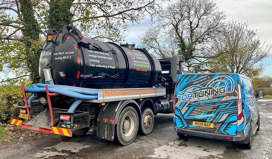 South West DPF Cleaning mobile service working on septic truck lorry